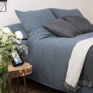 """Melsvai pilka lininė patalynė (paklodės, antklodės ir pagalvės užvalkalas). Gamintojas – AB""""Siūlas"""""""