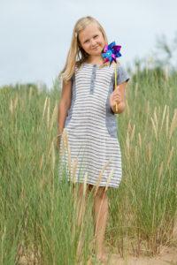 Lininė melsvai balta dryžuota suknelė mergaitei, pagaminta AB Siūlas