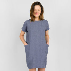 """Lininė suknelė, trumpa, iš tamsių mėlynai pilkų ir melsvų verpalų audinio. Gamintojas - AB""""Siūlas"""""""